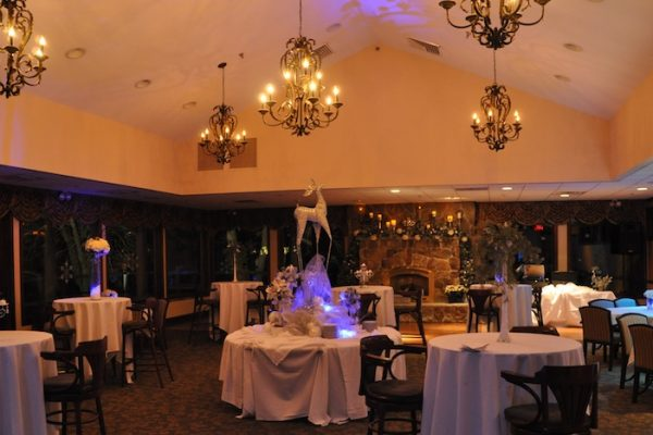 Dining-Room-decorated-before-holiday-party